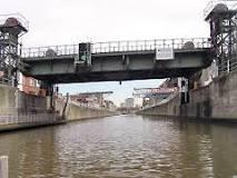 Croisière sur le Canal Bruxelles- Charleroi : Développement urbanistique et économique le long du canal.